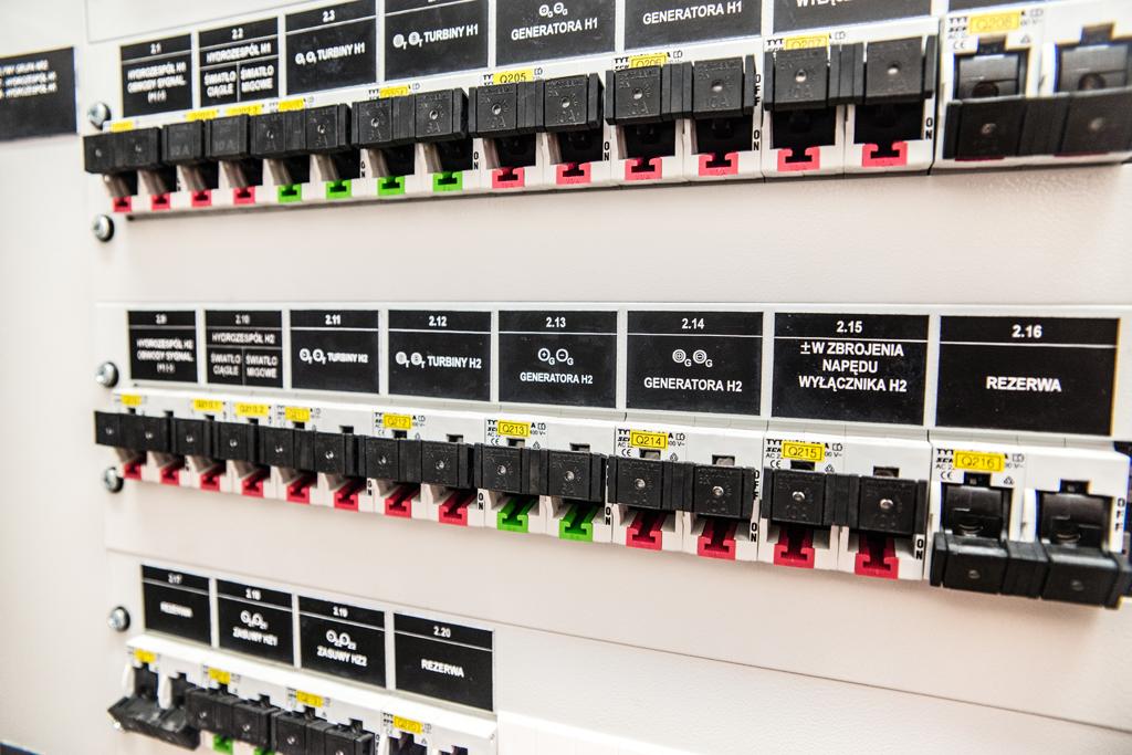 Wymiana rozdzielnic i układów prądu stałego oraz układu wzbudzenia i regulacji napięcia generatora w EW Koronowo